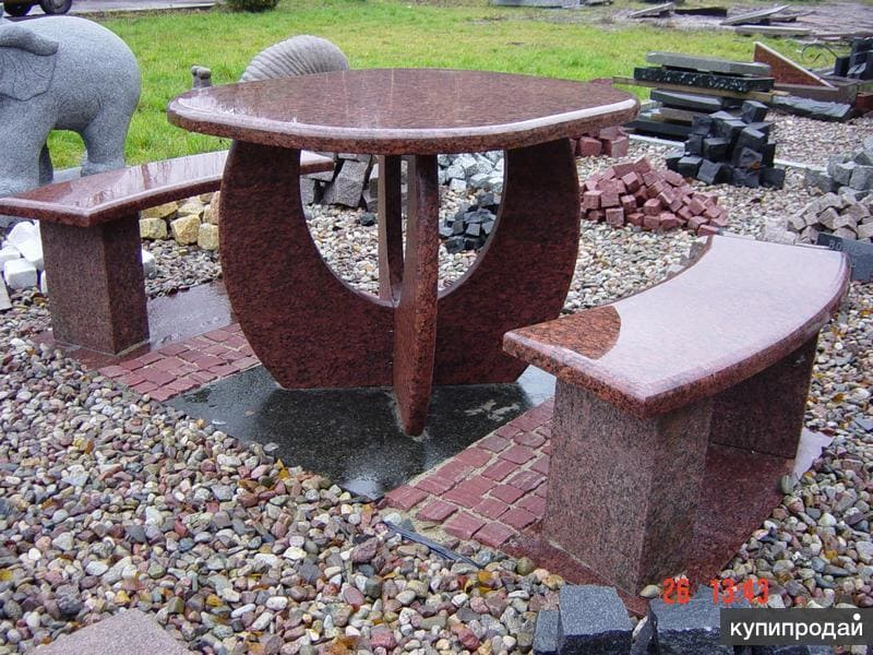 Гранитный стол и лавочки из красного гранита