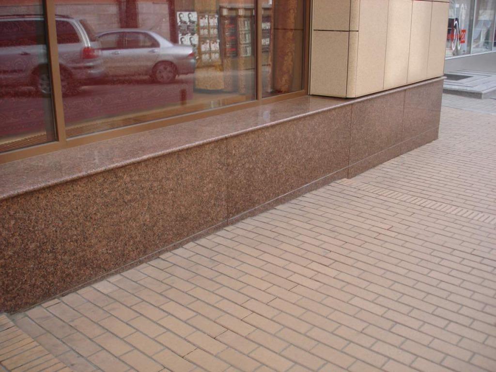 Облицовка фундамента гранитной плиткой