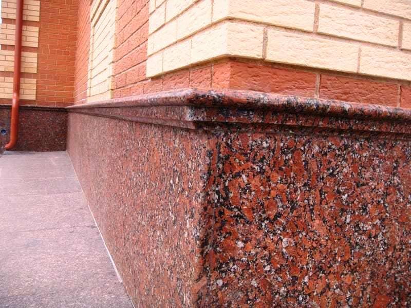 Цоколь из Капустинского гранита (фото 024)