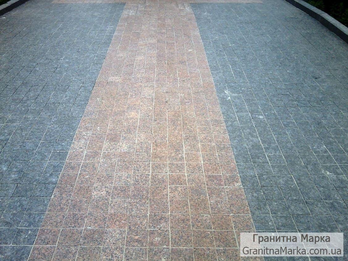 Тротуарная плитка мощения 100х100, Красный гранита Анастасиевка и черный Лабрадорит