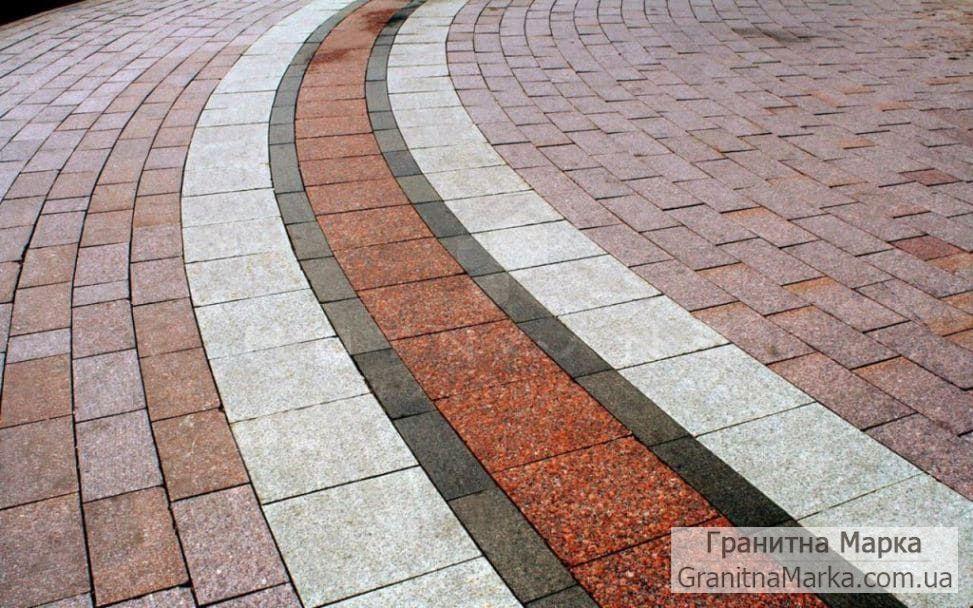 Радиальное мощение гранитной плиткой разного цвета и размера