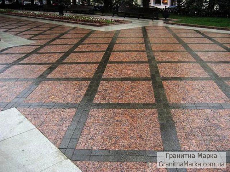 Пример раскладки гранитной тротуарной плитки красного и черного цвета