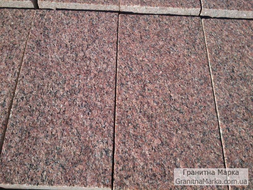 Термообработанная плитка из Токовского гранита, размер 600х300