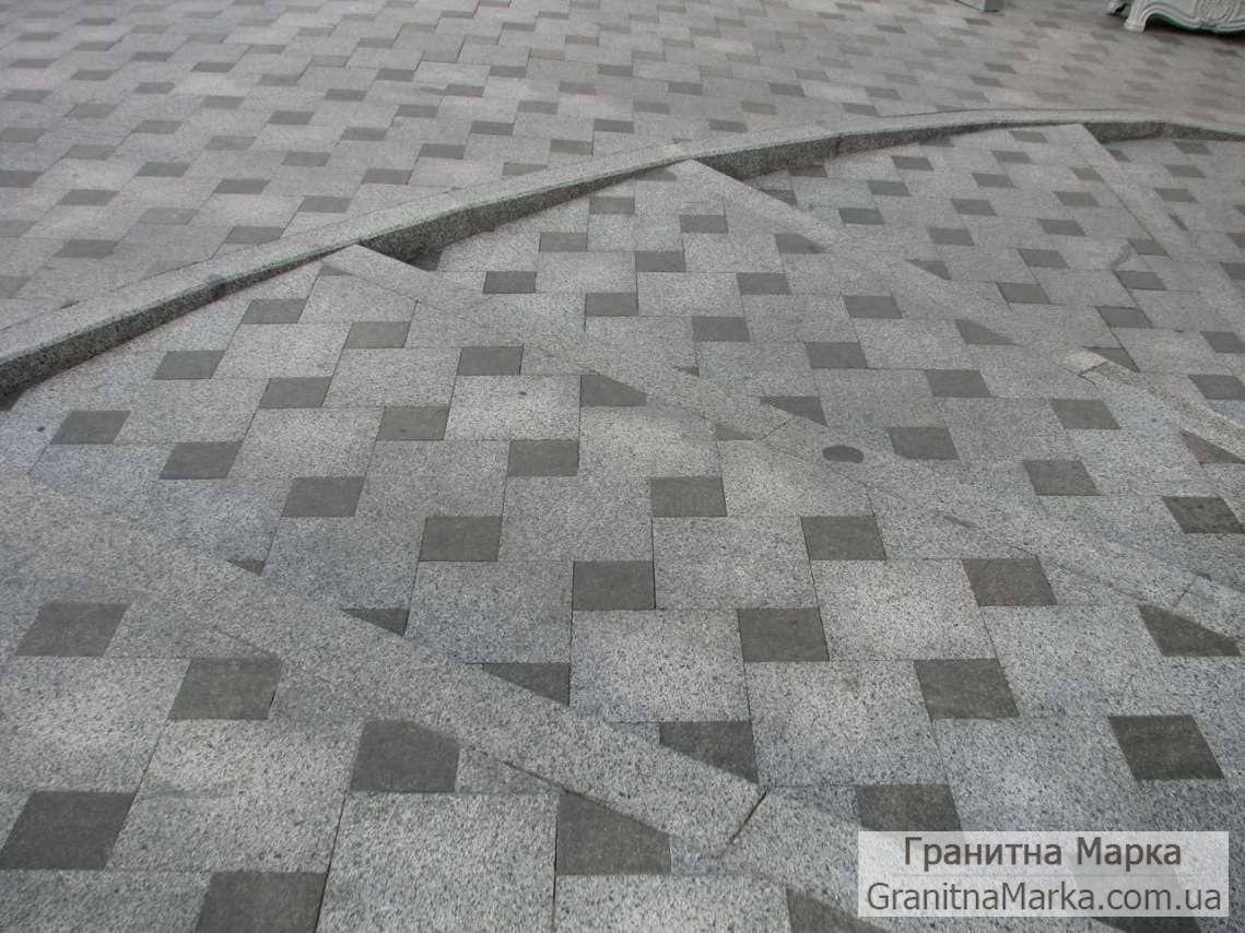 Гранитная тротуарная плитка серая и черная термообработанная