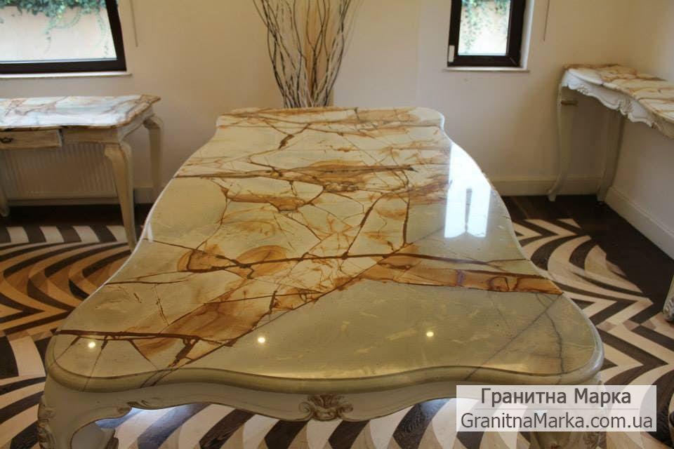 Обеденный стол из индийского мрамора