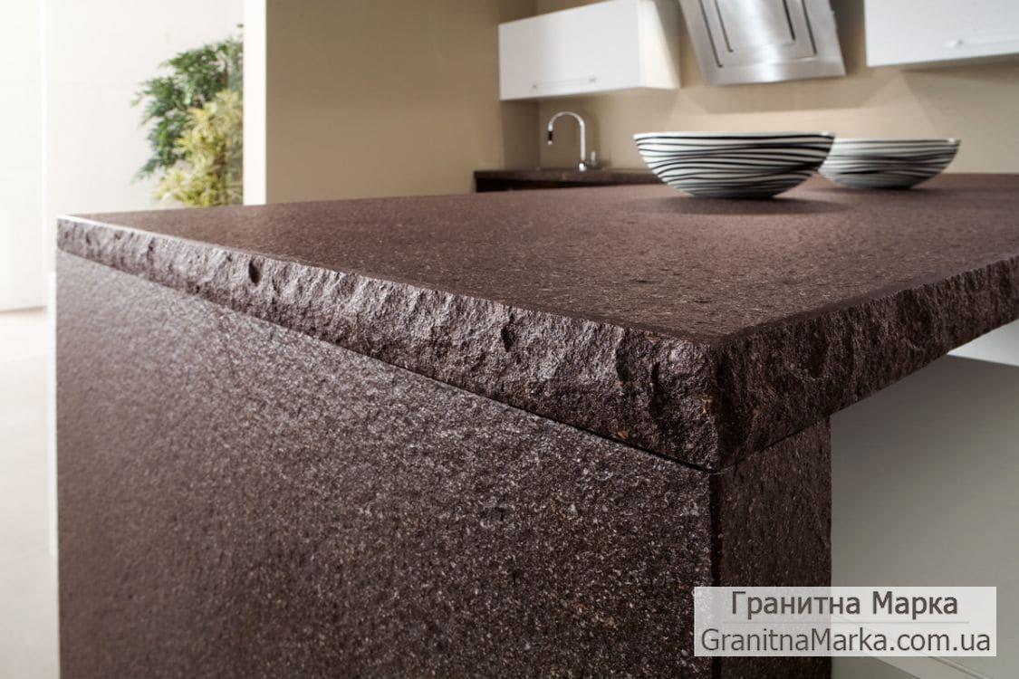 Кухонный стол из черного гранита (фактура дикий камень)