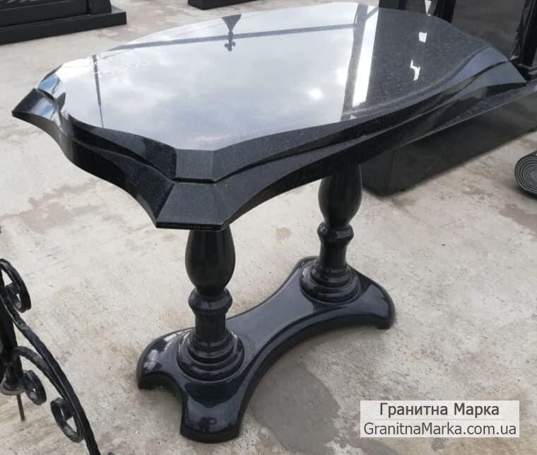 Журнальный столик из черного гранита