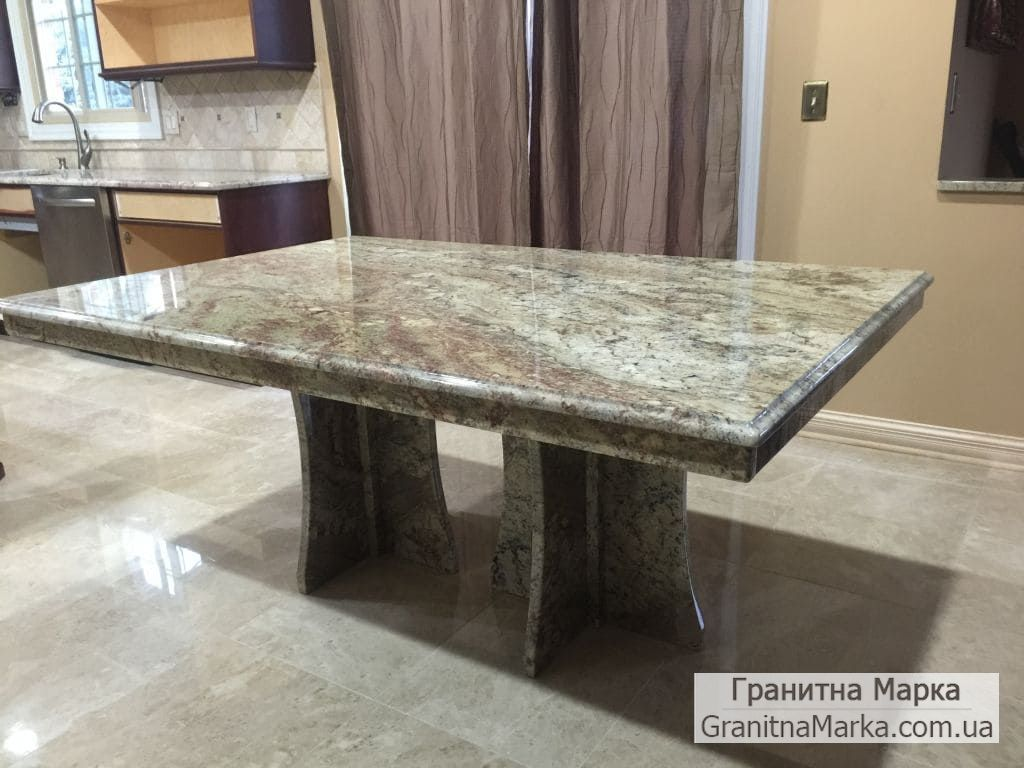 Обеденный стол из красивого мрамора