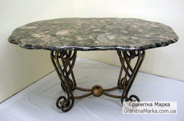 Кованый столик с мраморной столешницей