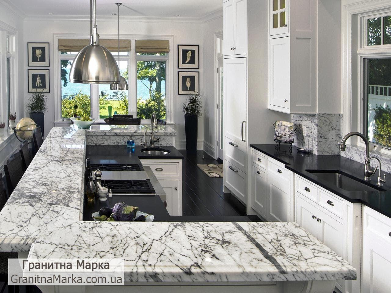 Столешница на кухню из черного и белого мрамора