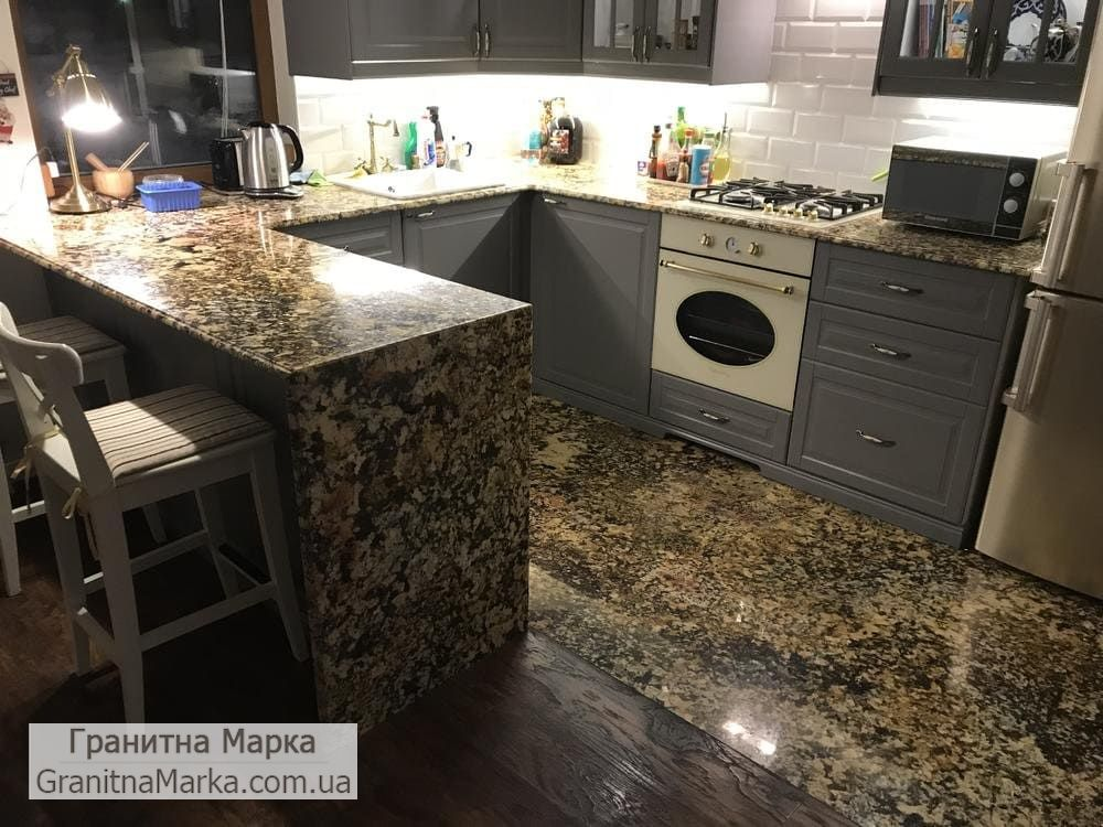 Гранитная Столешница и пол на кухню