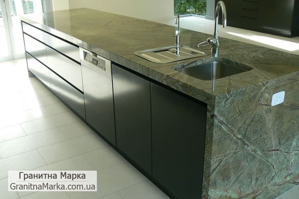 Кухонный стол из мрамора Rain Forest green