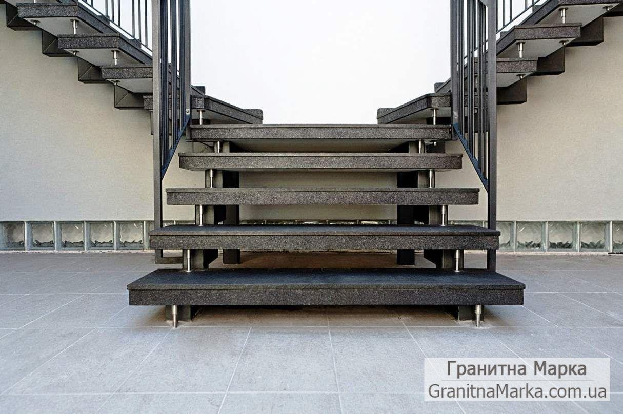 Ступени для лестниц из гранита, фото №03