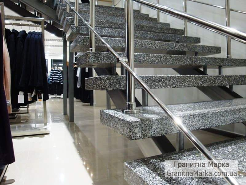 Ступени гранитные цельные для лестницы в магазин, фото №34