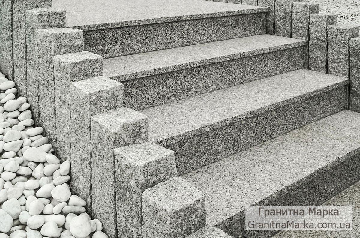 Оригинальные Ступени из гранита для улицы, с элементами рваного камня под старину, фото №36