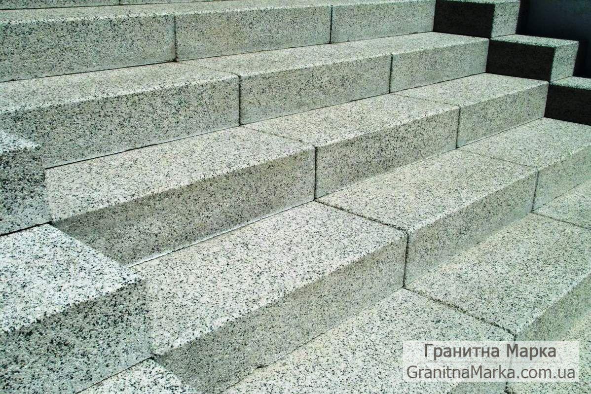 Цельные ступени из серого гранита Покостовка, фото №38