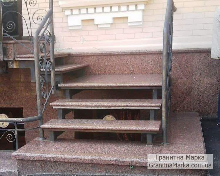 Гранитные ступени на лестнице с металлическим каркасом, фото №39