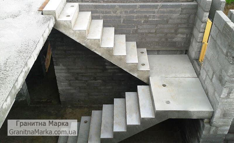 Бетонный каркас для П-образной лестницы