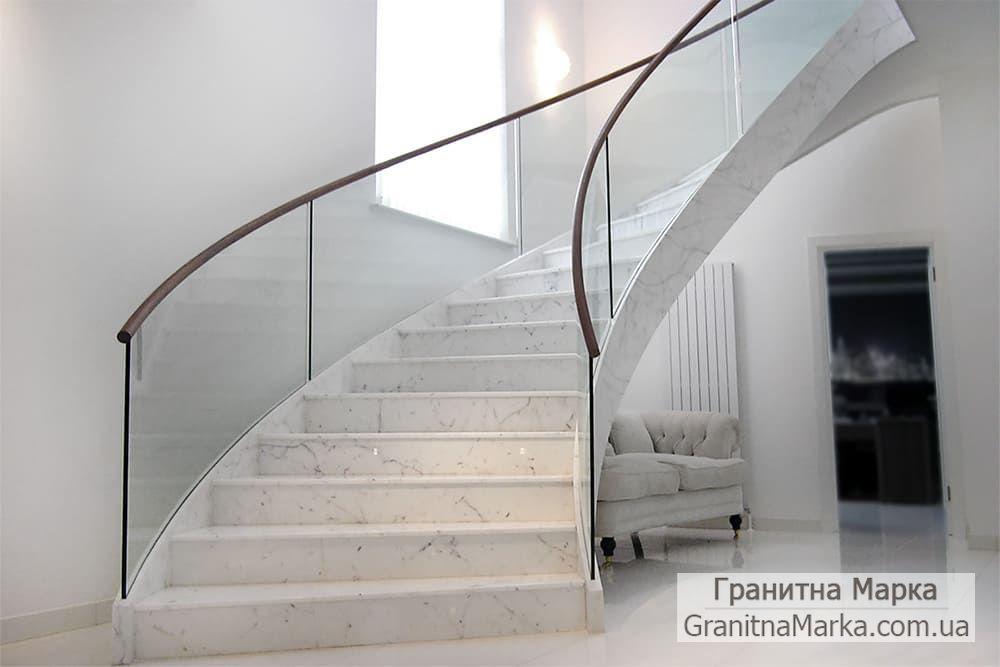 Винтовая лестница из белого мрамора, фото №07