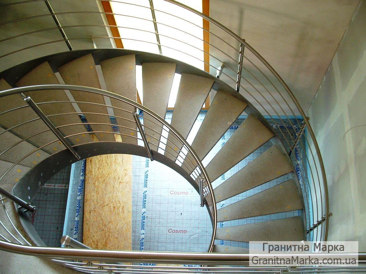 Винтовая лестница с ступенями из мрамора, фото №08
