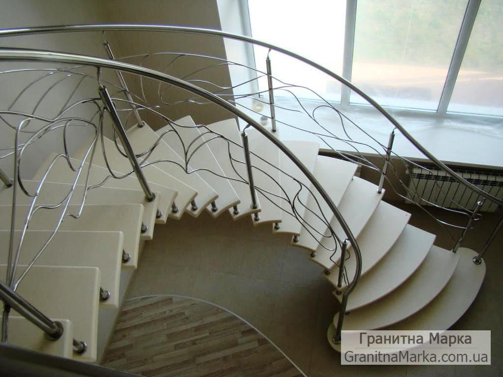 Лестница с мраморными ступенями, фото №09