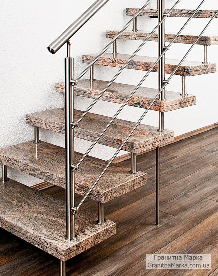 Прямая лестница с мраморными ступенями (цельные), фото №16