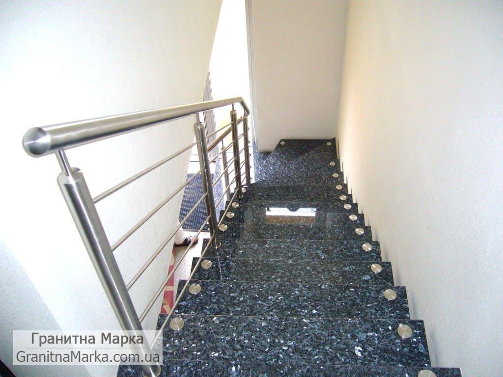 Лестница с накладными ступенями из лабрадорита, Фото №03