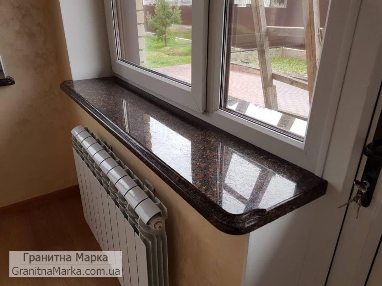 Гранитный подоконник коричневого цвета, фото №17