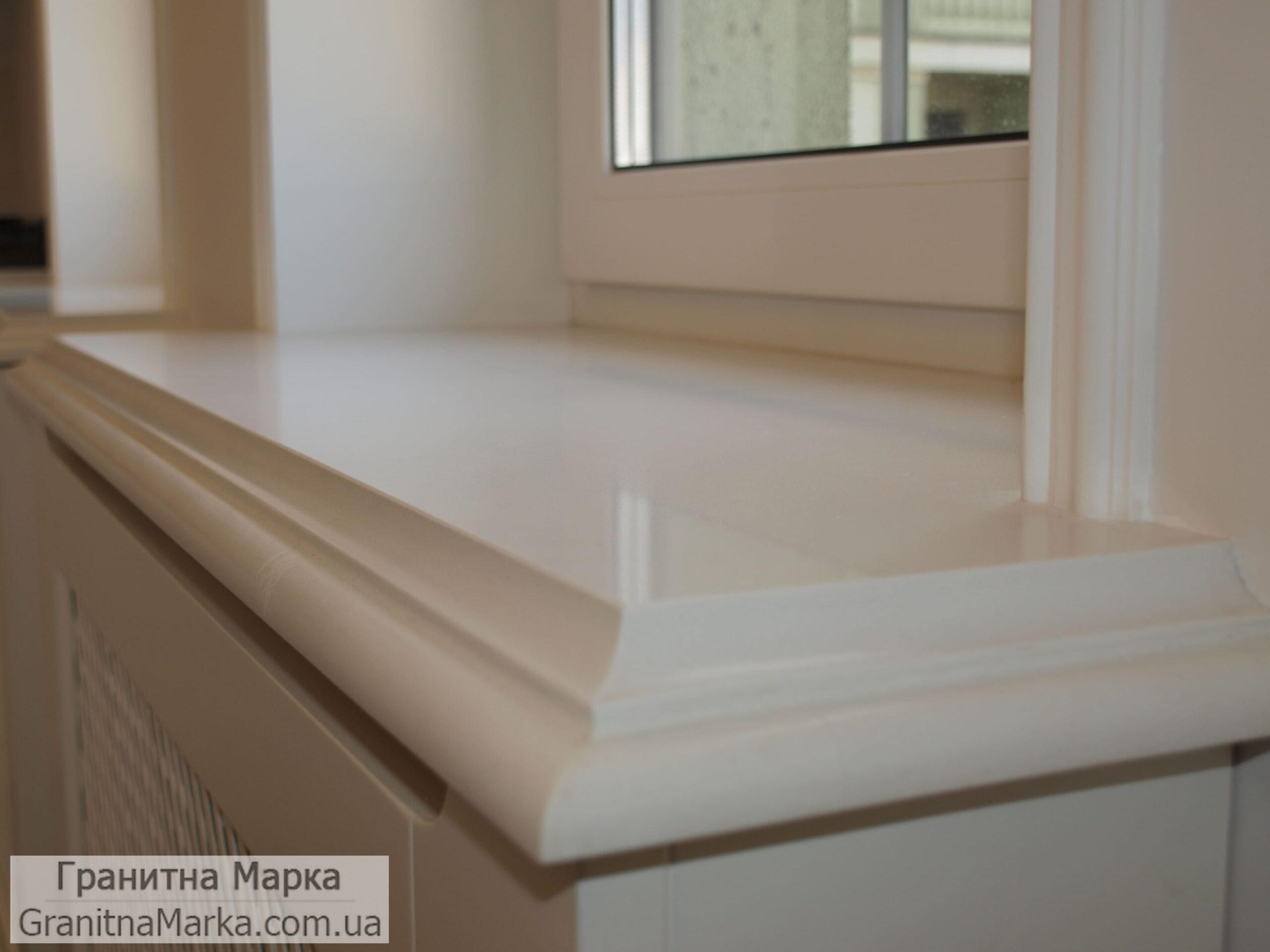 Мраморный подоконник белого цвета с фигурной фрезой, фото №58