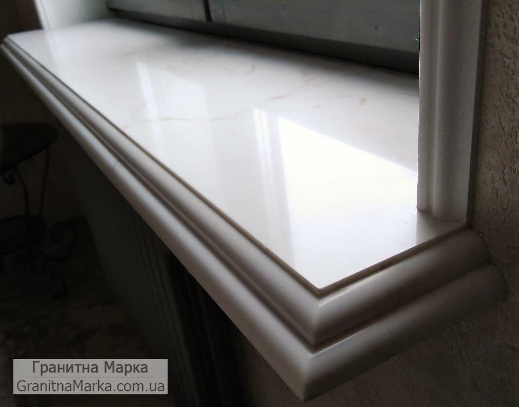 Мраморный подоконник белого цвета с фигурным торцом, фото №64