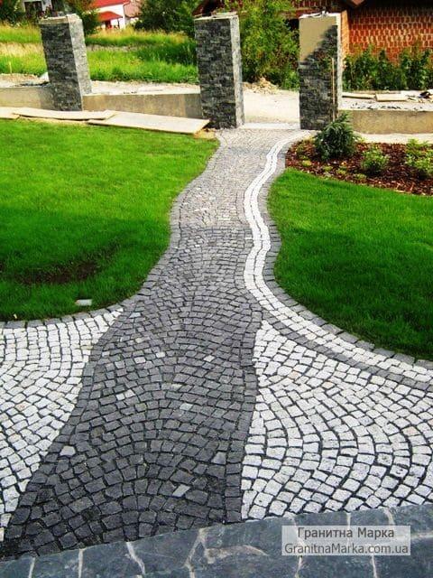 Садовая дорожка из гранитной брусчатки