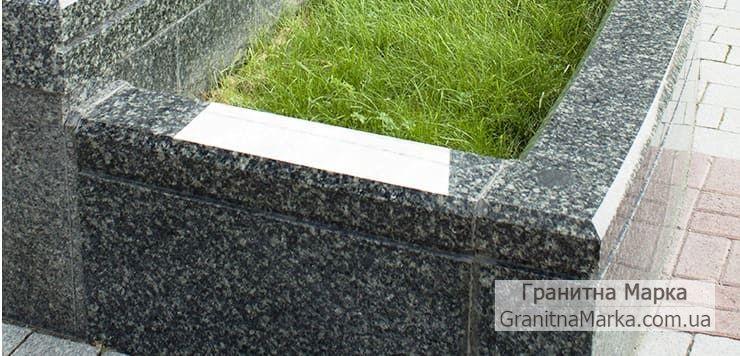 Высокий Садово-парковый бордюр из темно-серого гранита, фото №04