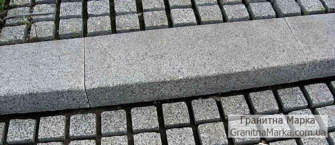 Тротуарный бордюр из серого гранита, фото №08