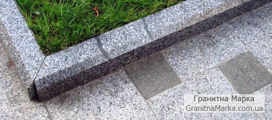 Садовый бордюр из серого гранита, фото №18