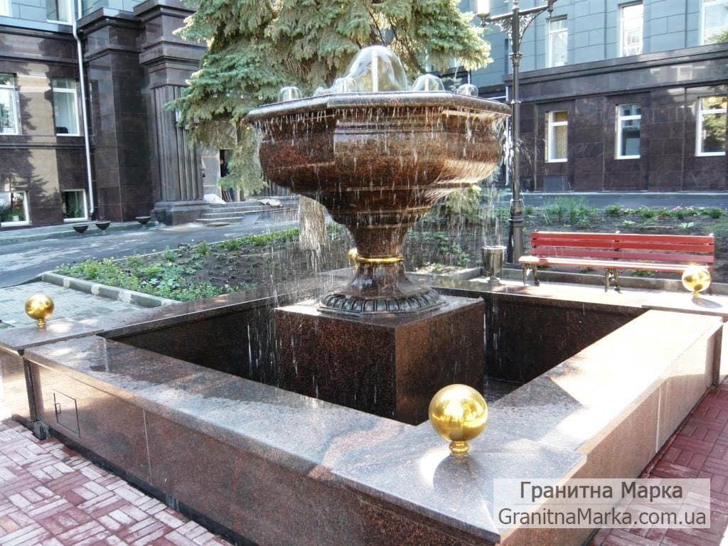 Гранитный фонтан с восьмигранной чашей из гранита, фото №119