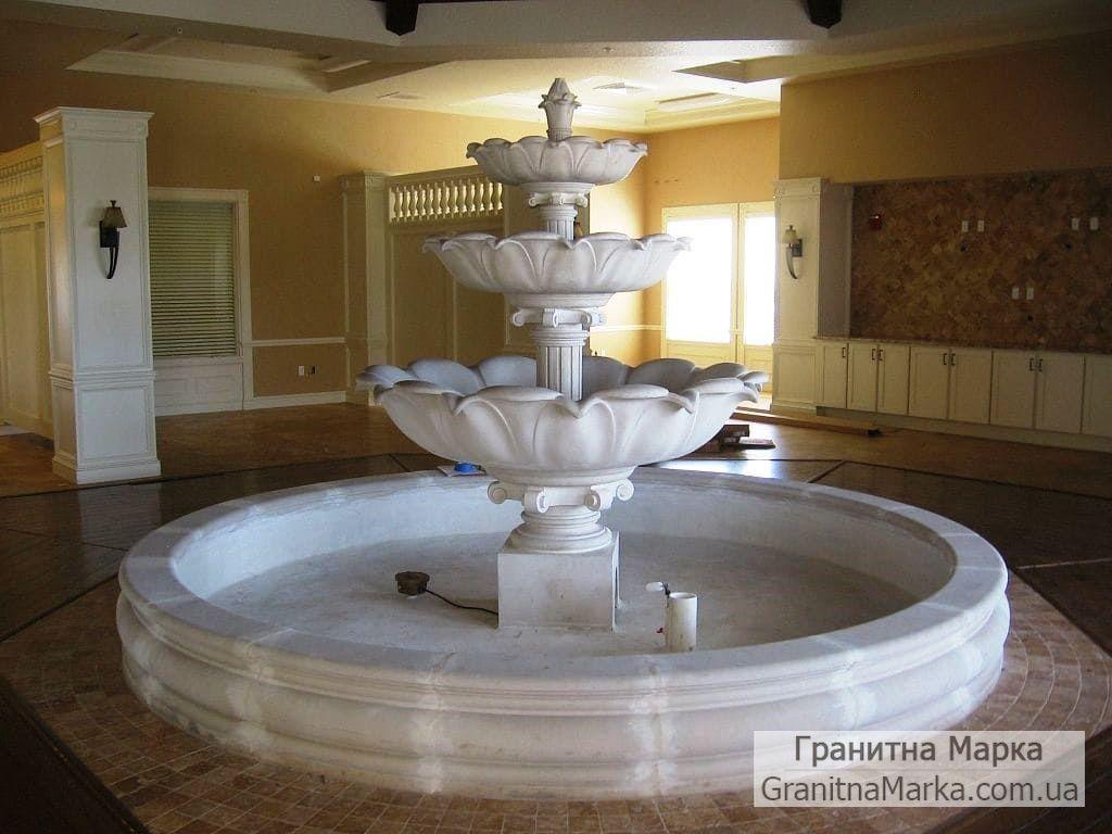Мраморный фонтан в доме