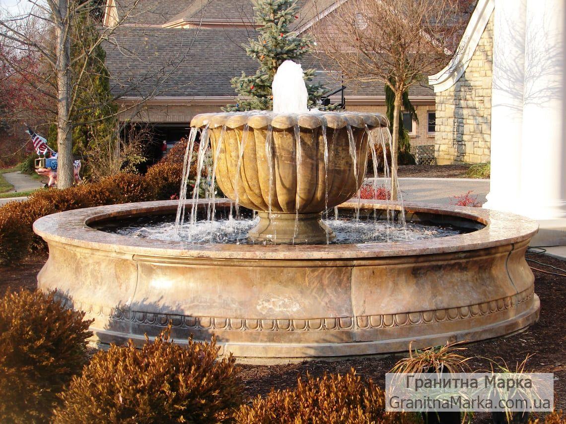 Мраморный фонтан с чашей