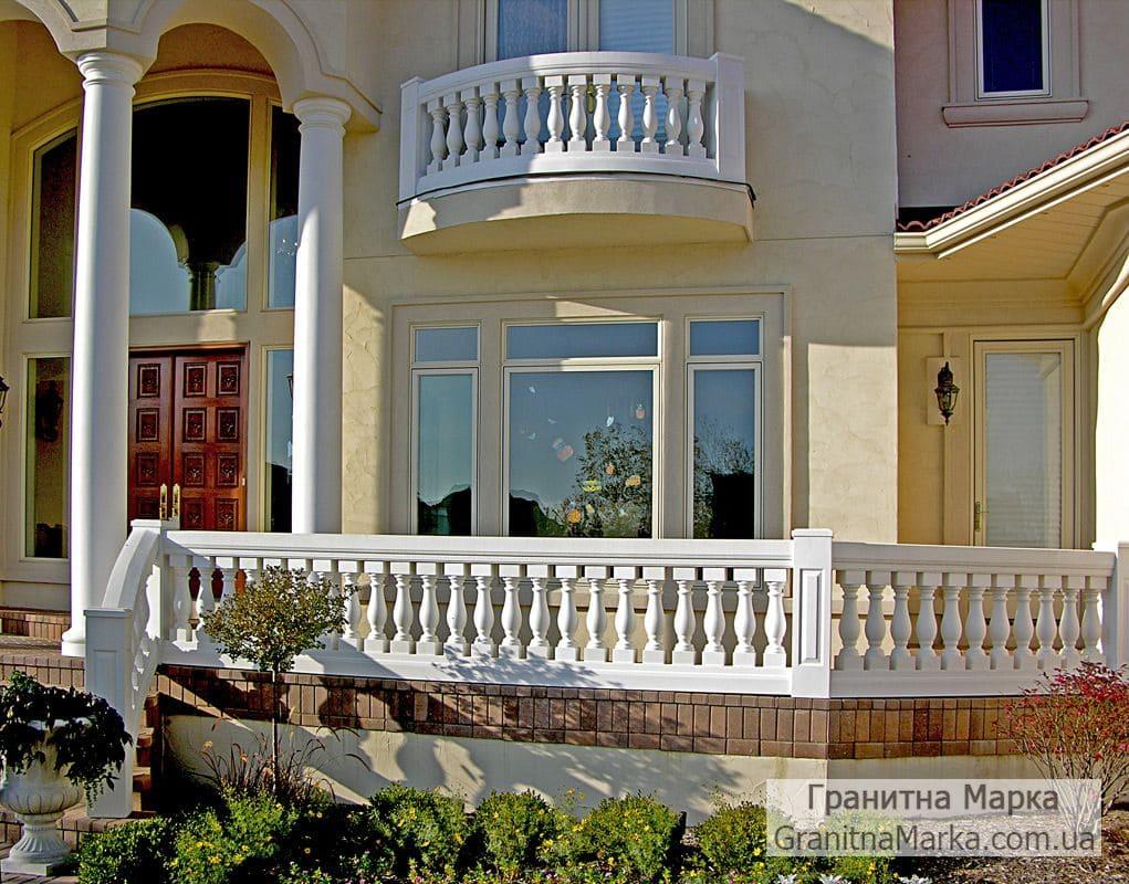 Мраморные балясины и перила в частном доме, фото №04