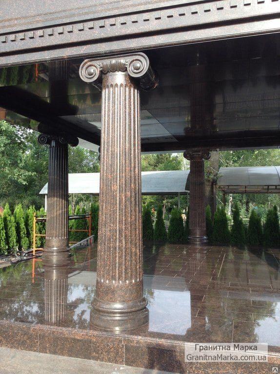Гранитная колонна с каннелюрами и фигурной капителью , фото №G-04