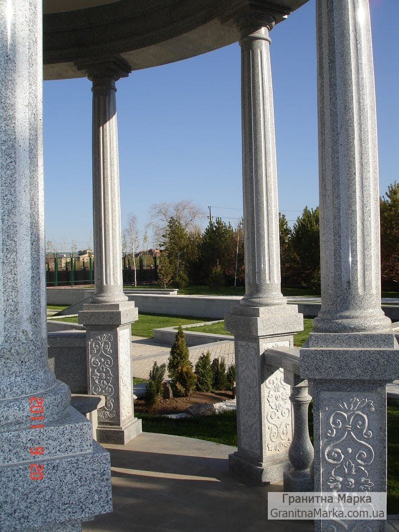 Гранитные колонны с каннелюрами, фото №G-08