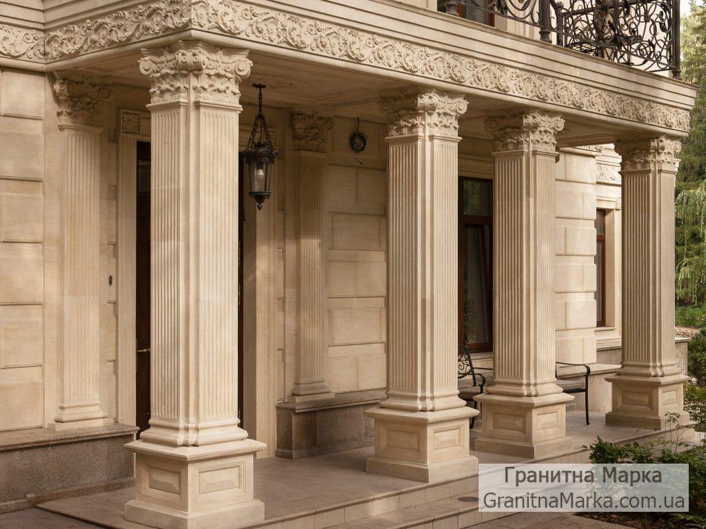Квадратные колоны из мрамора с резными капителями, фото №M-19